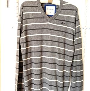 AEROPOSTALE MENS SIZE LARGE  SOFT GRAY  SWEATER
